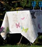 Schmetterling auf weissem Leinen